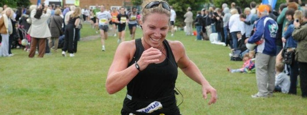 Tania running the southend half marathon for Havens Hospices