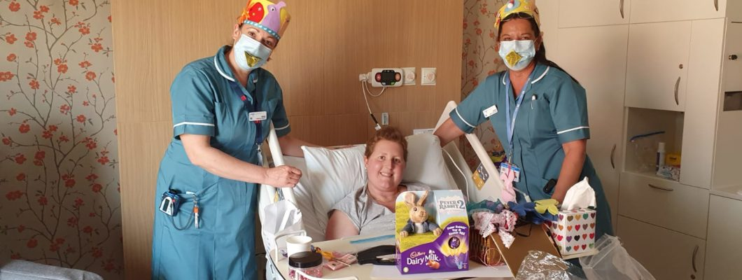 Fair Havens patient with nurses and easter arts